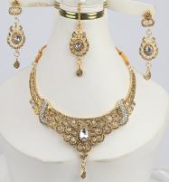 Stylish Jewellery Set for girls Latest Design Necklace,Earrings,Mathapati (PS-295) Price in Pakistan